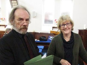 John a Helen yn barod amdani