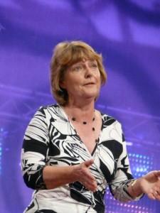 Helen ar lwyfan yr Eisteddfod